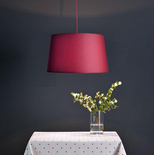 colouredby-haengelampe-lampenschirm-konisch-weinrot-esstischlampe.jpg