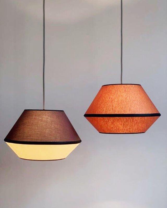 Jetzt im Shop: MINGUS S in Cacao/Biscuit und Cognac . . . . #lampenschirm #handmade #pendelleuchte #hängeleuchte #hängelampe #leuchten #lampe #lampendesign #lampshade #shades #pendantlamp #pendantlight #colour #colourblock #colourblocking #colourlove #akzent #kontrast #colouraccent #interiordesign #homedecor #homedecoration #interior #madeingermany