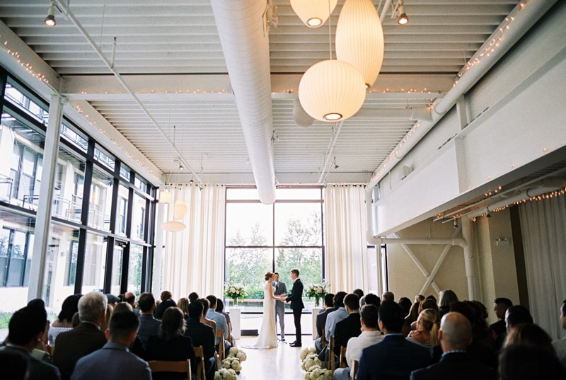 greenhouse-loft-chicago-wedding-photos-17-min.jpg