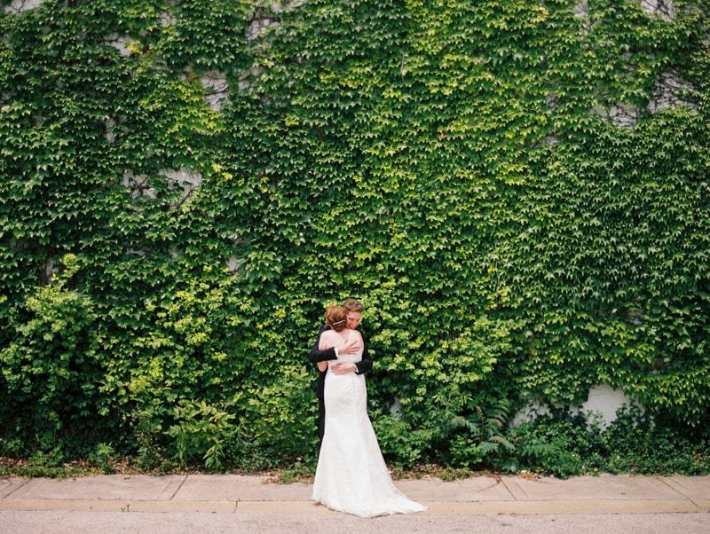 greenhouse-loft-chicago-wedding-photos-2-min.jpg