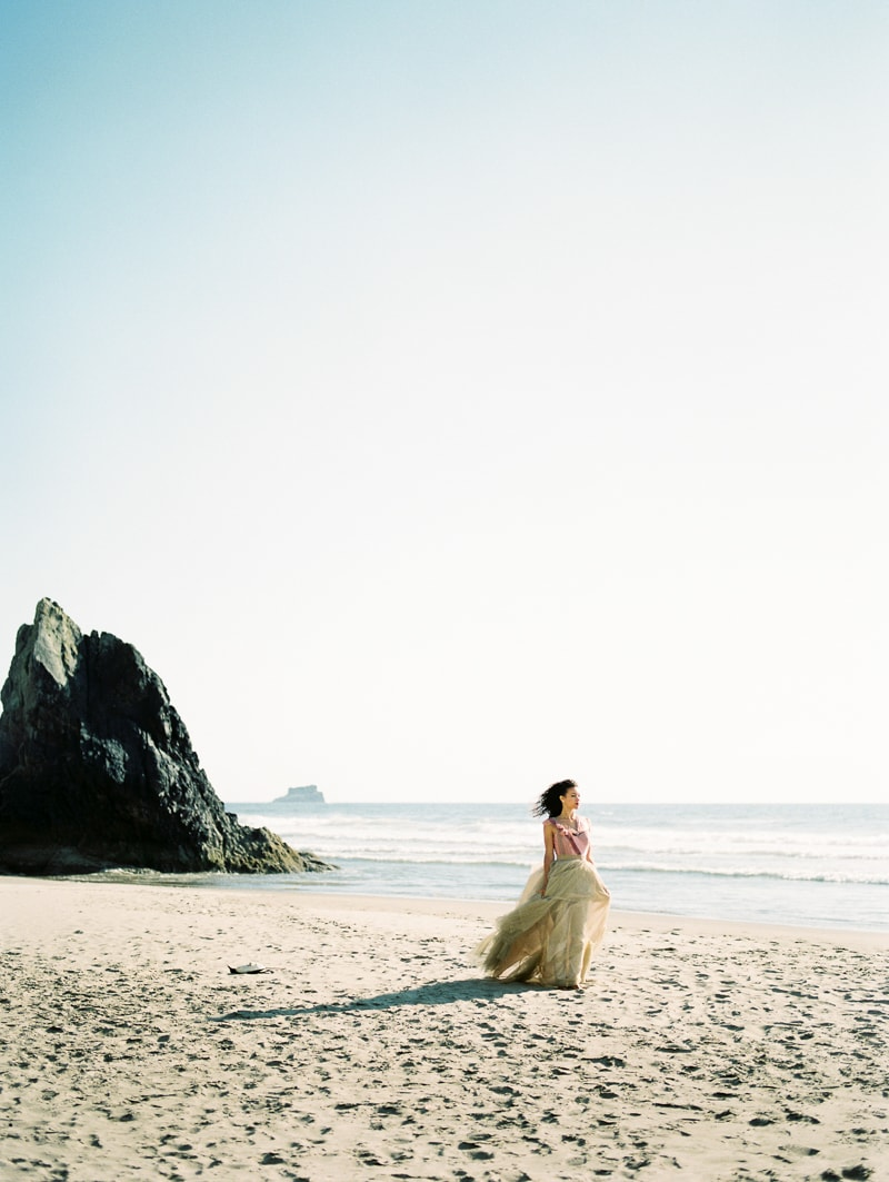 oregon-coast-ballerina-wedding-inspiration-20-min.jpg