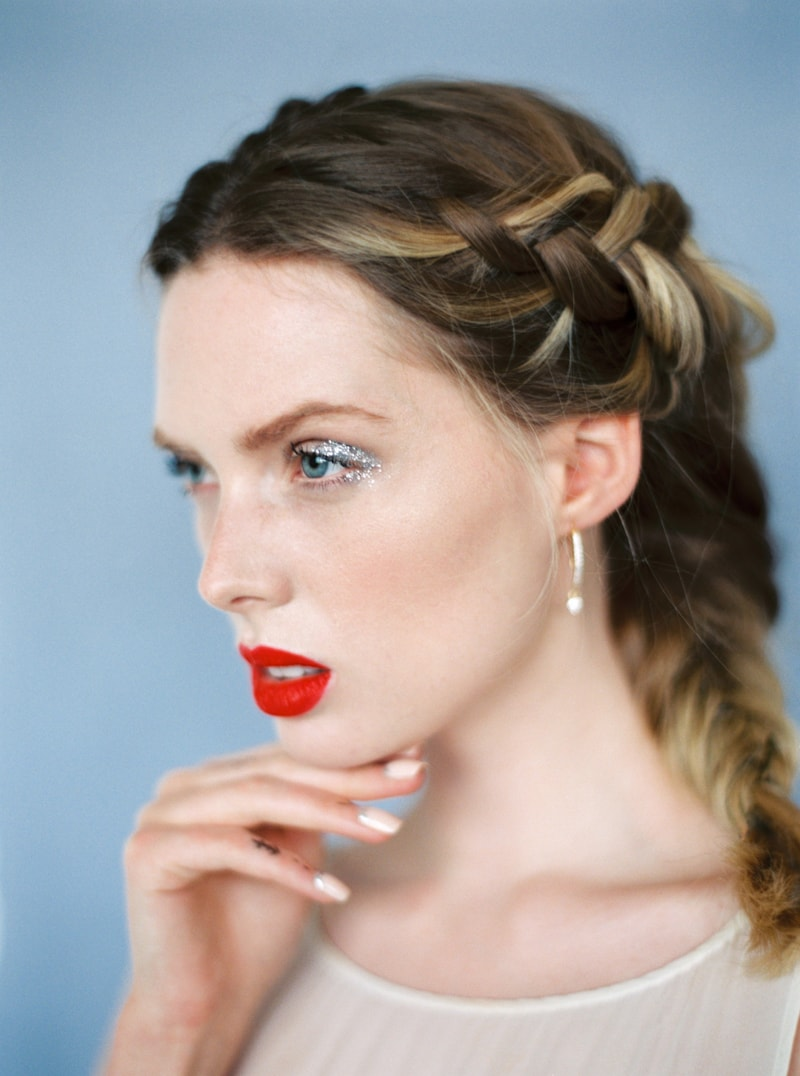 glitter-hair-and-makeup-ideas-bridal-hairstyles-11-min.jpg