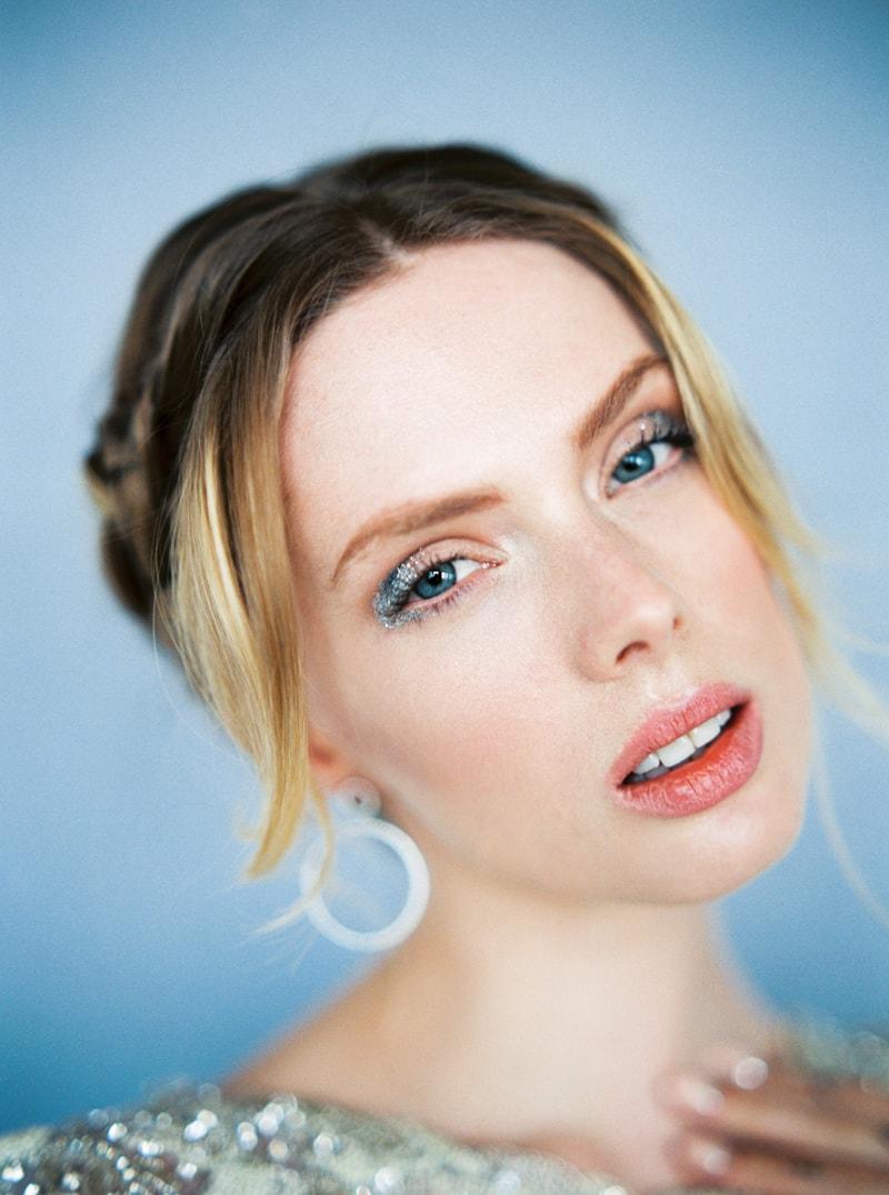 glitter-hair-and-makeup-ideas-bridal-hairstyles-13-min.jpg