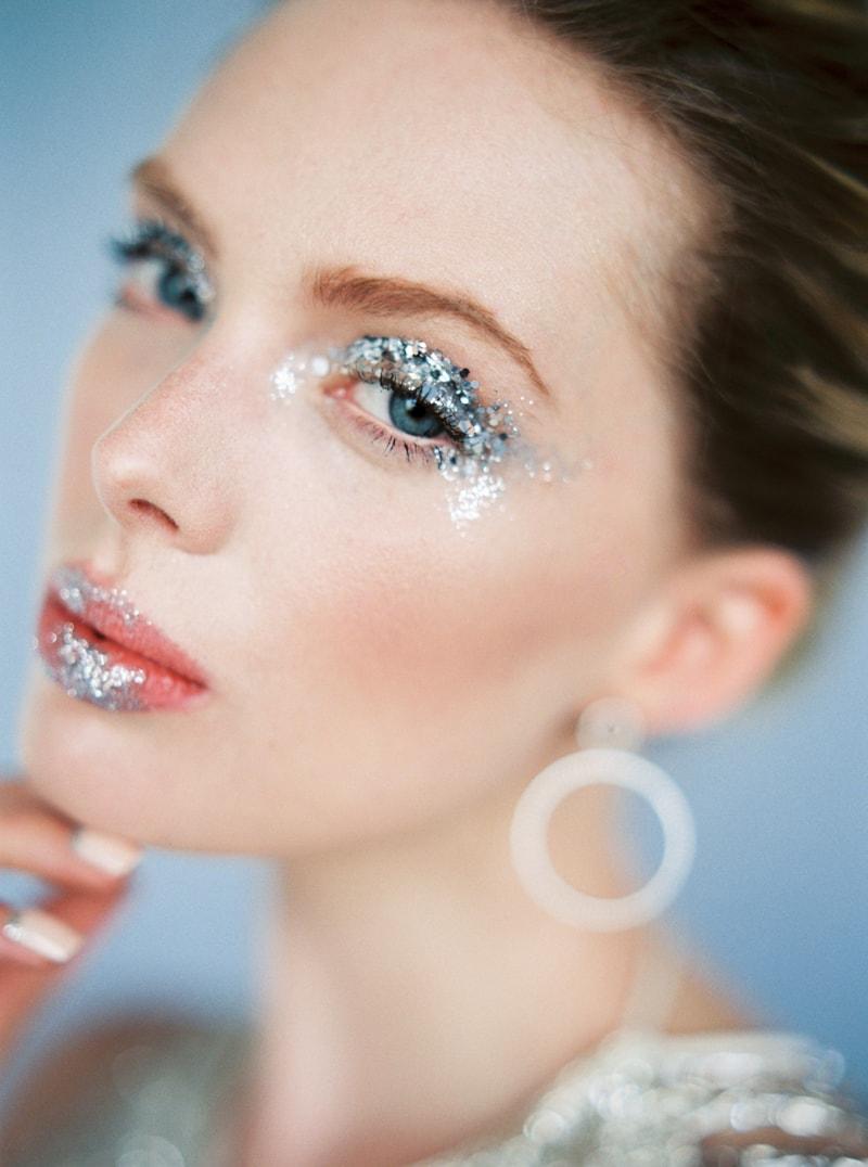 glitter-hair-and-makeup-ideas-bridal-hairstyles-17-min.jpg