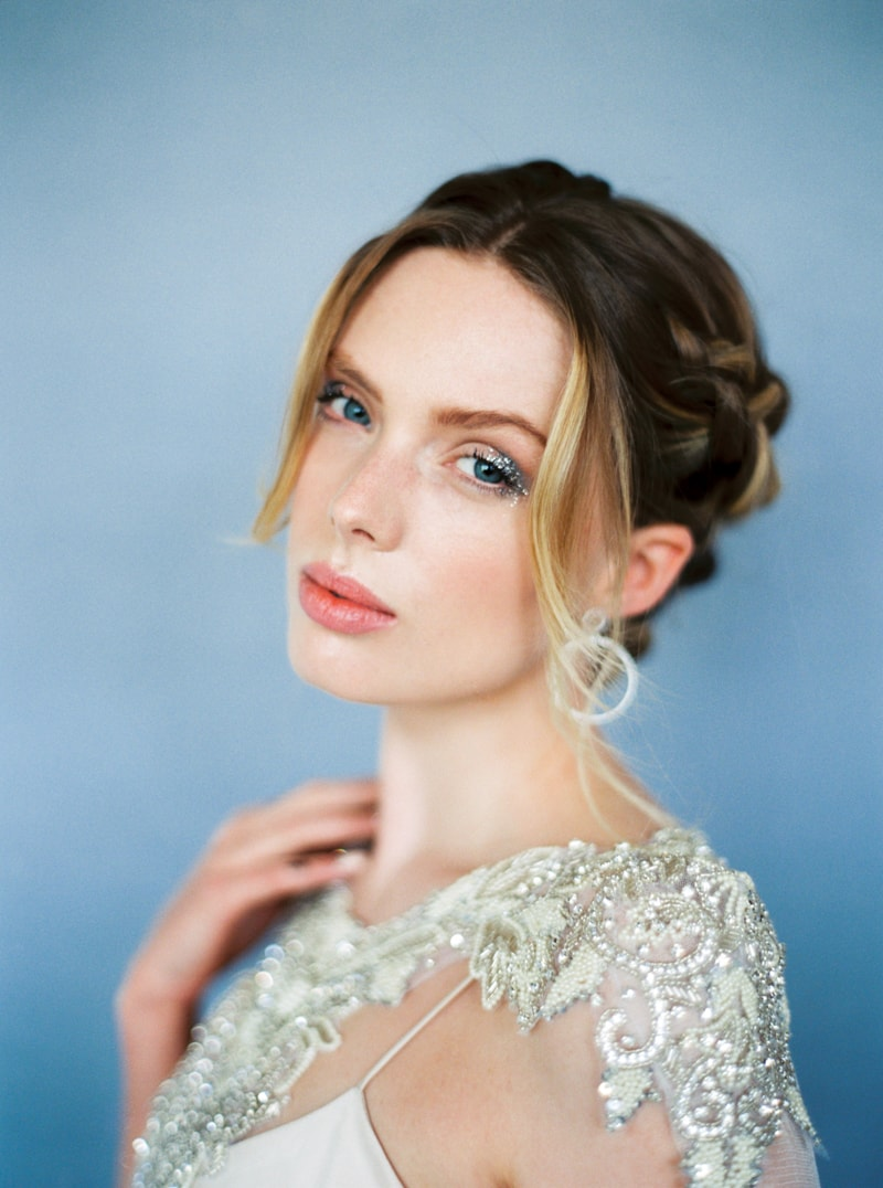 glitter-hair-and-makeup-ideas-bridal-hairstyles-4-min.jpg