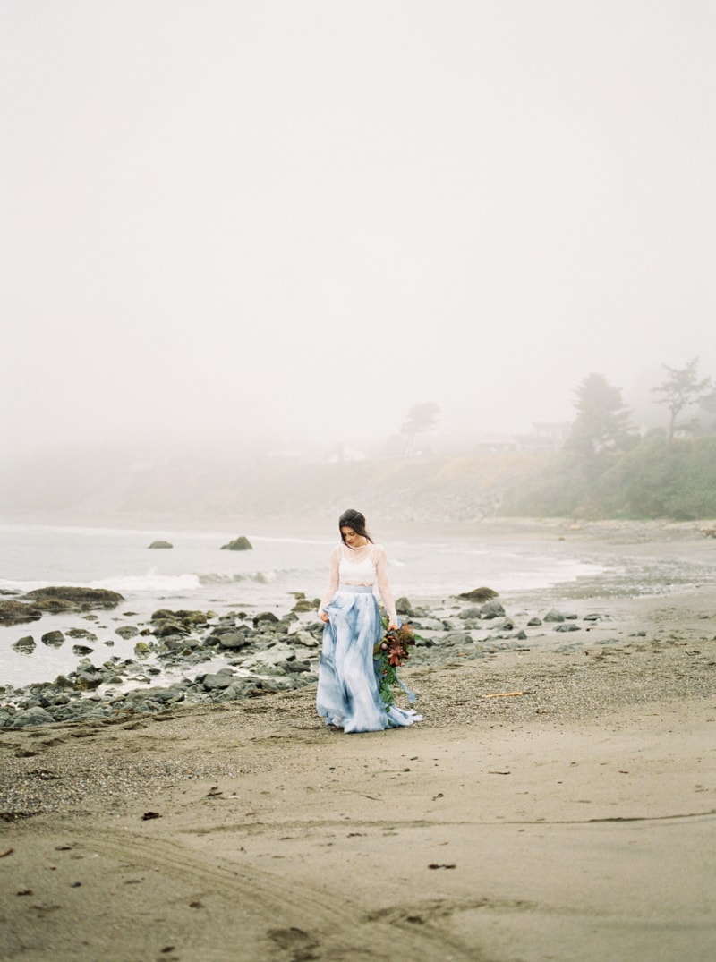 watercolor-wedding-inspiration-oregon-beach-11-min.jpg