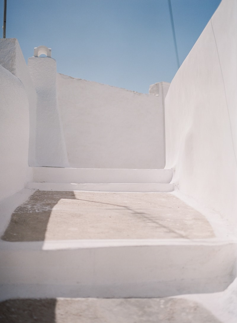 santorini-village-bohemian-wedding-inspiration-min.jpg
