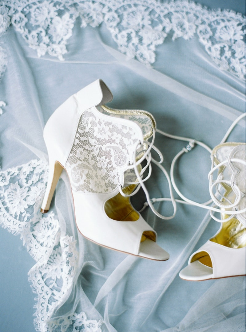 light-dark-bridal-inspiration-wedding-fashion-15-min.jpg