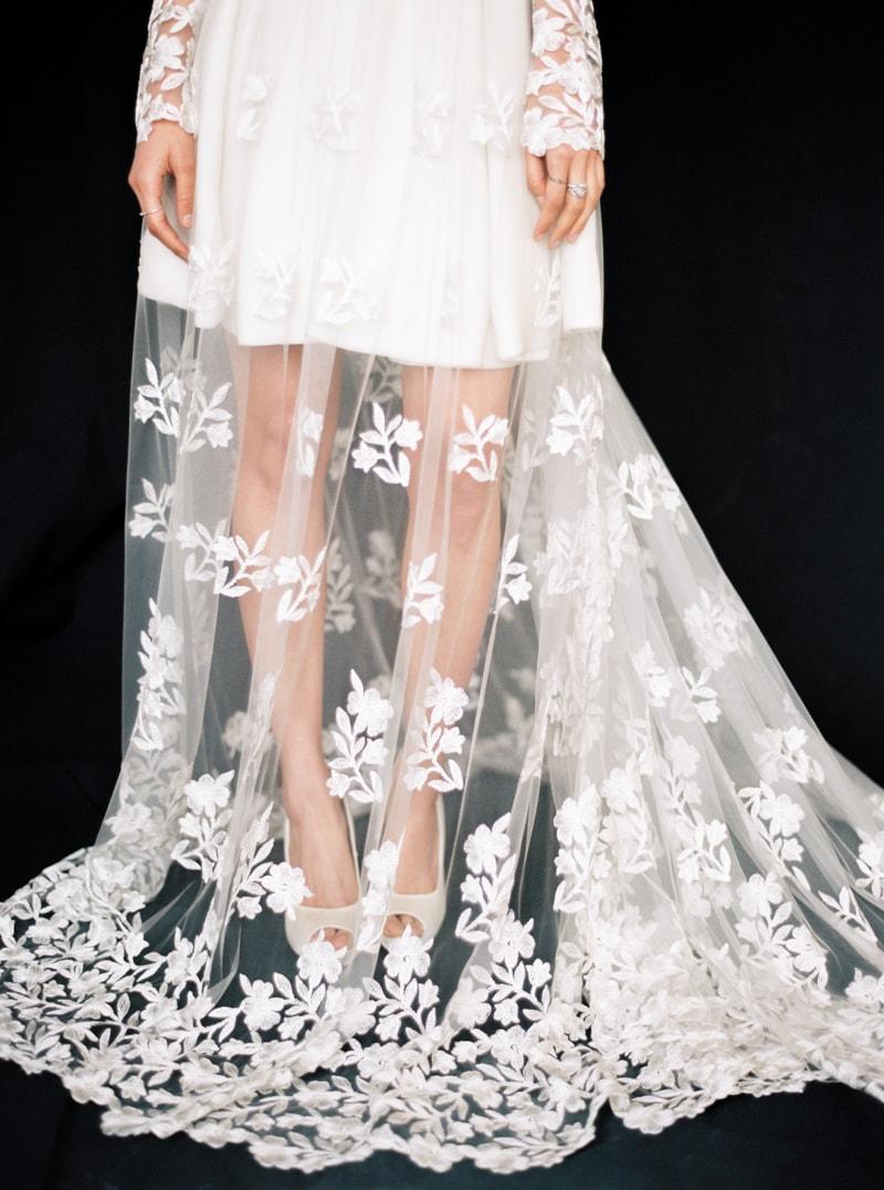 light-dark-bridal-inspiration-wedding-fashion-23-min.jpg