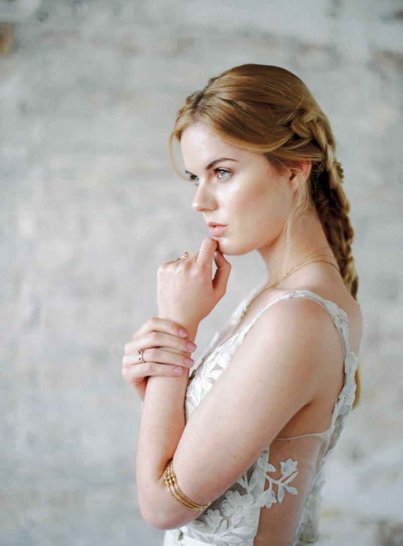 light-dark-bridal-inspiration-wedding-fashion-3-min.jpg