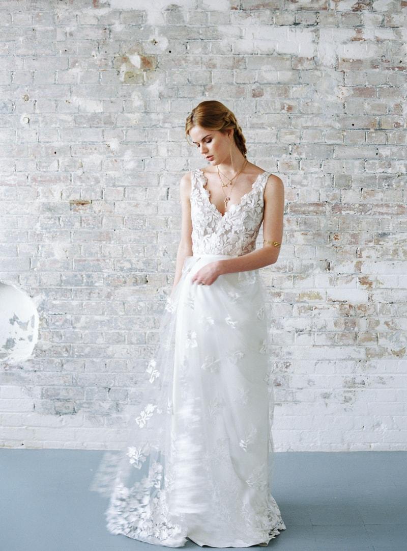 light-dark-bridal-inspiration-wedding-fashion-4-min.jpg