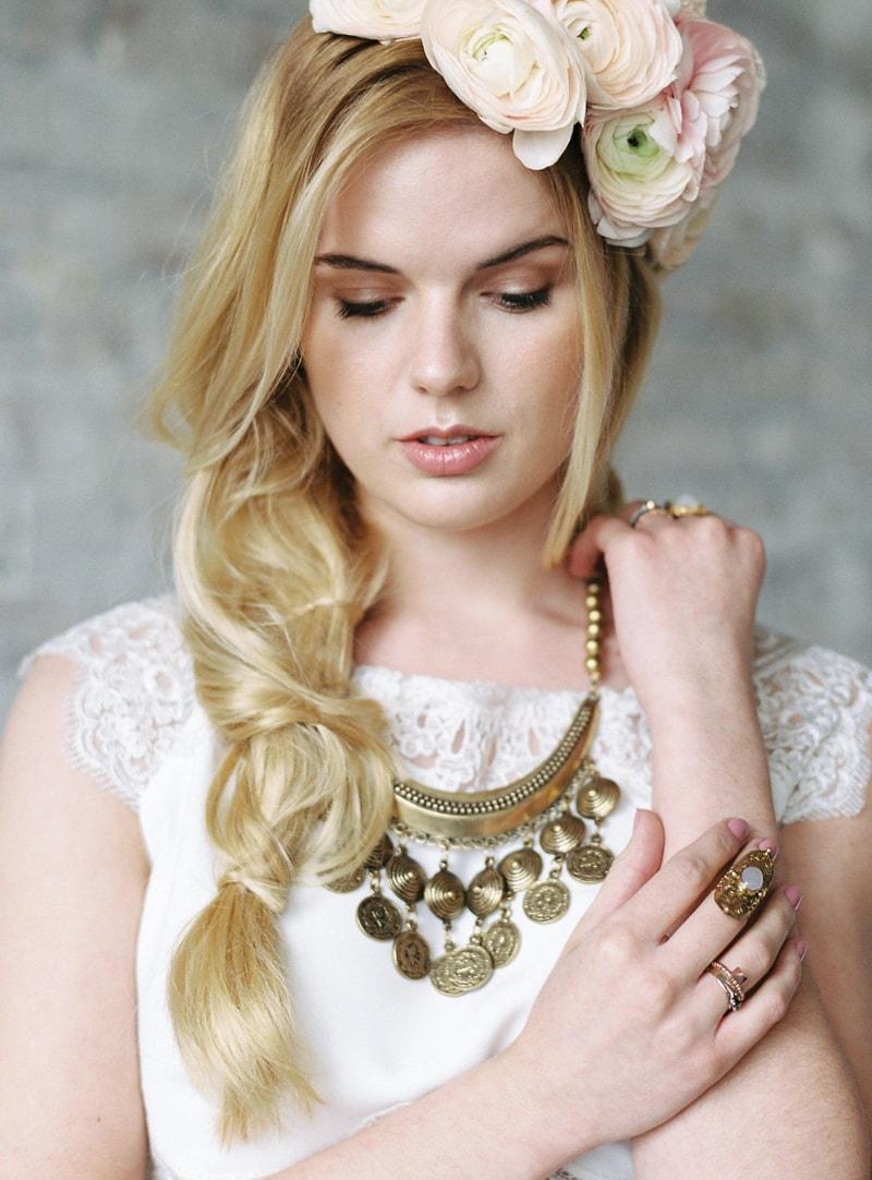 light-dark-bridal-inspiration-wedding-fashion-5-min.jpg