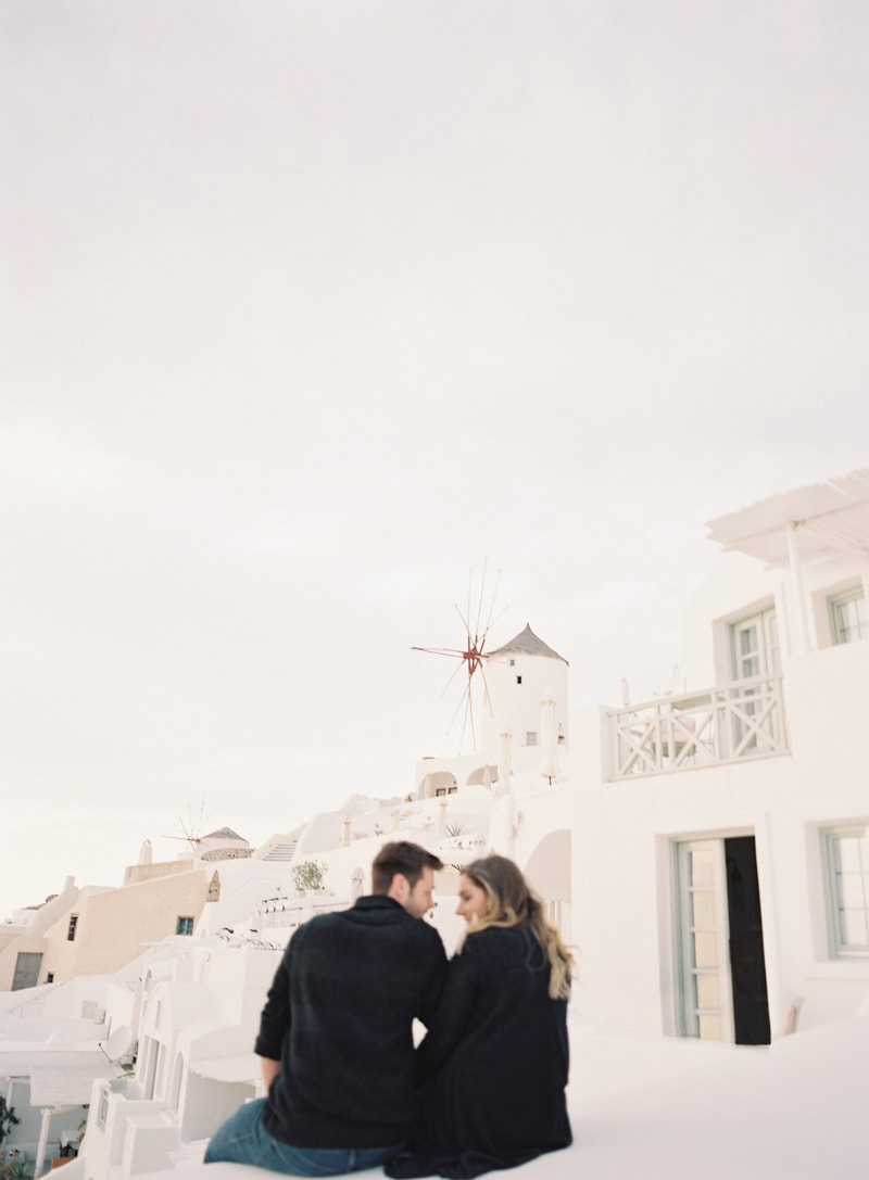 santorini-engagement-photos-greece-contax-645-19-min.jpg