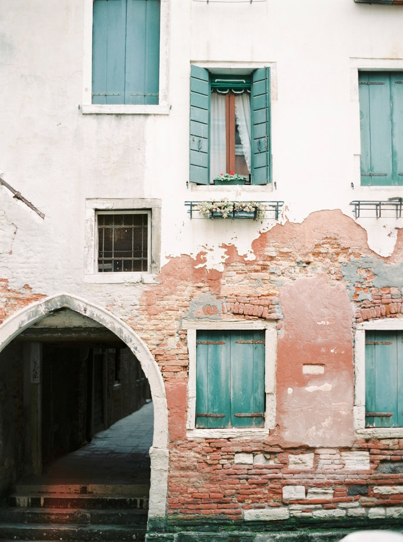 venice-italy-engagement-photos-contax-645-16-min.jpg