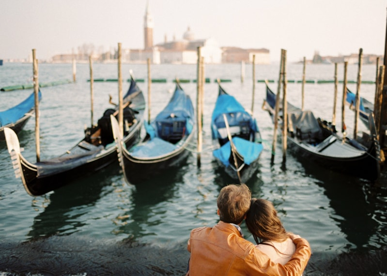 venice-italy-engagement-photos-contax-645-25-min.jpg