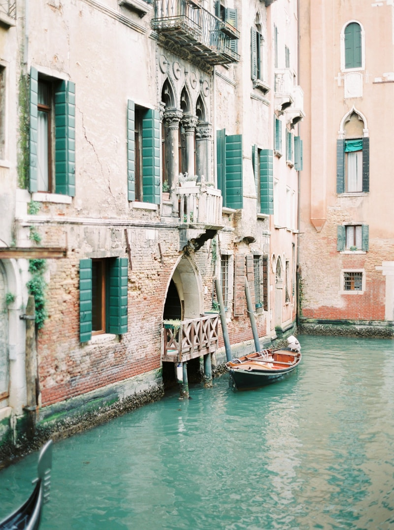 venice-italy-engagement-photos-contax-645-min.jpg