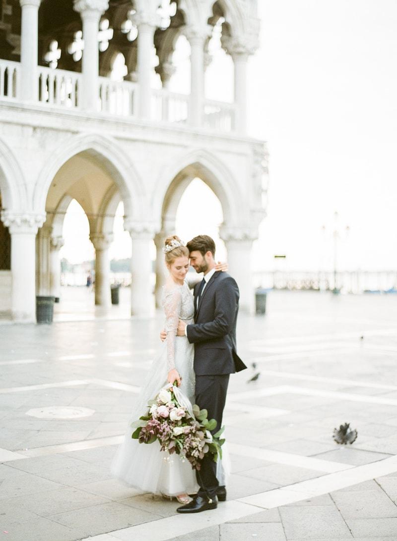 venice-wedding-inspiration-italy-fine-art-blog-8-min.jpg