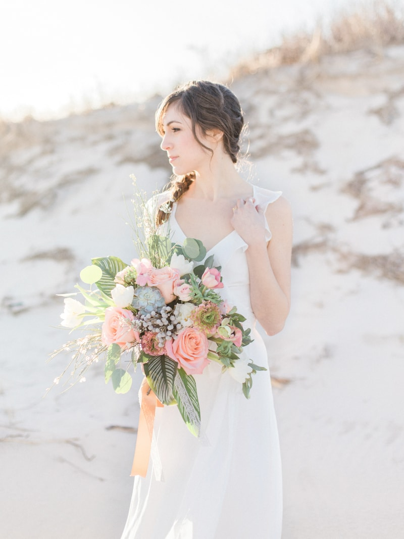 coastal-beach-elopement-wedding-inspiration-2-min.jpg