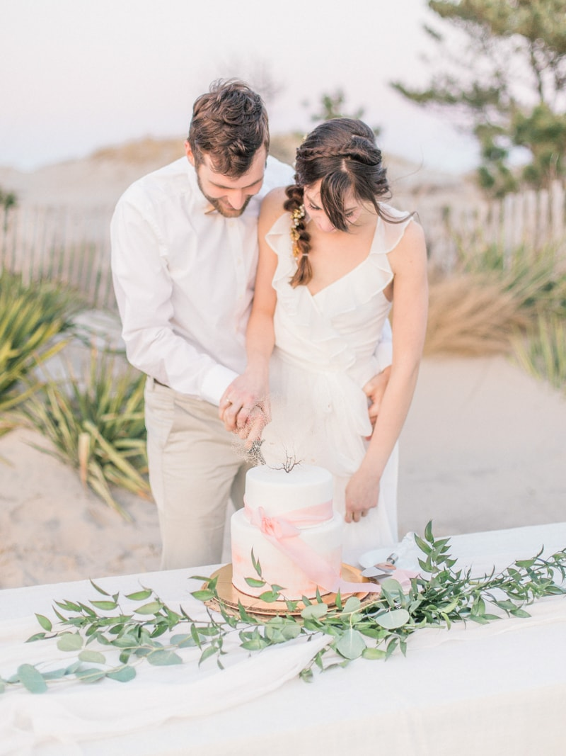 coastal-beach-elopement-wedding-inspiration-9-min.jpg