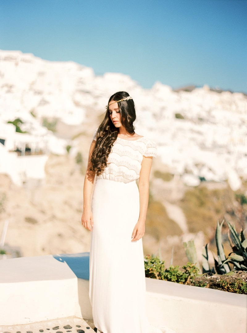 santorini-bridal-portraits-greece-weddings-24-min.jpg
