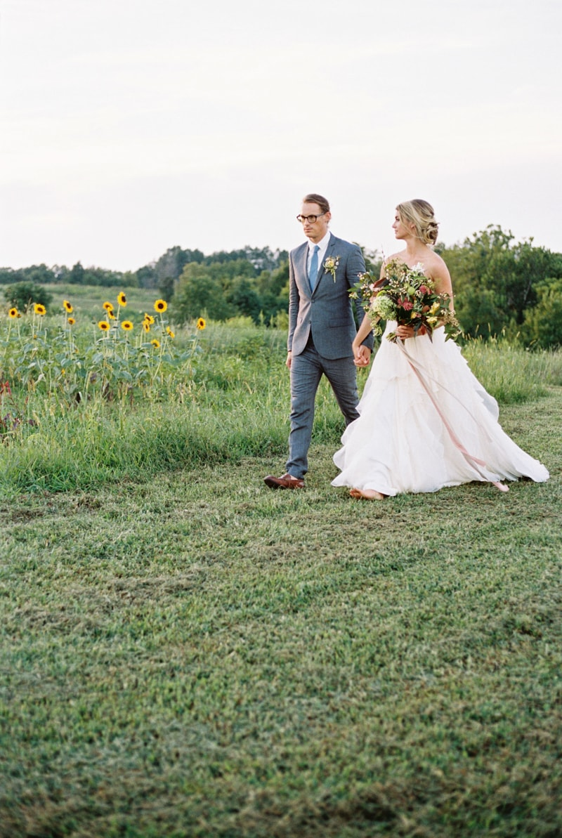 farmhouse-wedding-hazelfield-farm-kentucky-11-min.jpg
