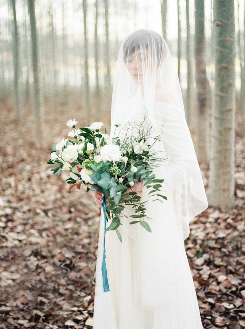 styled-bridal-shoot-in-woods-boardman-oregon-18-min.jpg