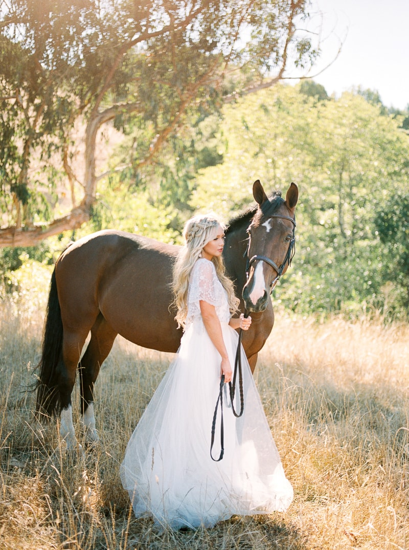 fall-equestrian-styled-shoot-in-california-17-min.jpg