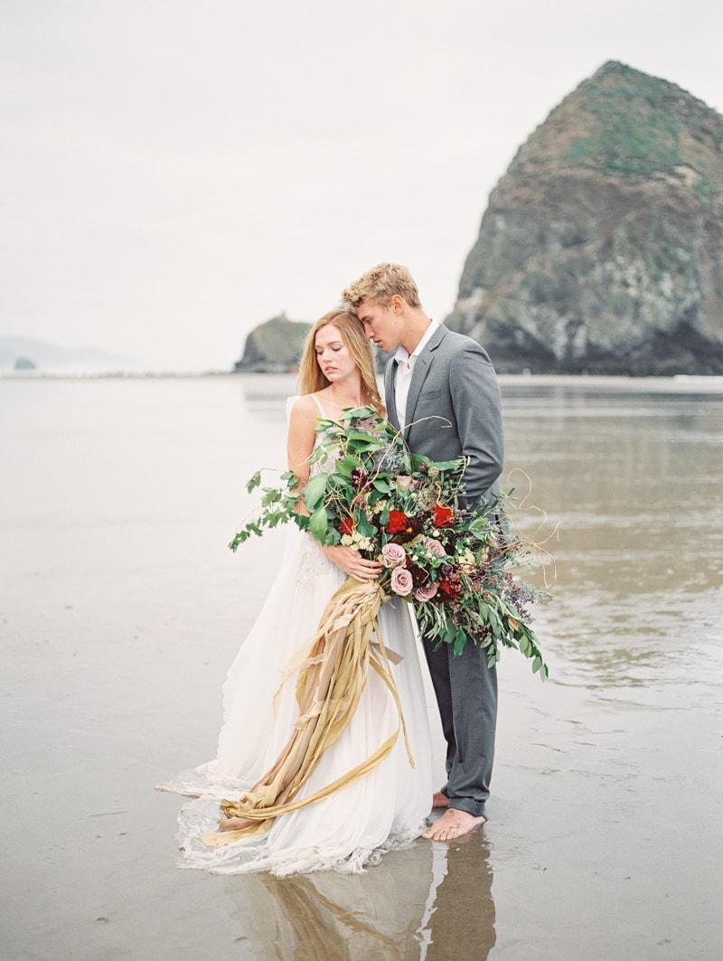 Tangled in Love Oregon Styled Shoot — Trendy Bride - Fine Art ...
