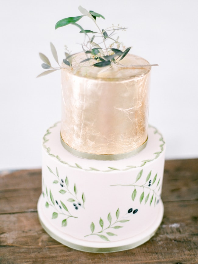 gold-foil-wedding-cake-2-min.jpg