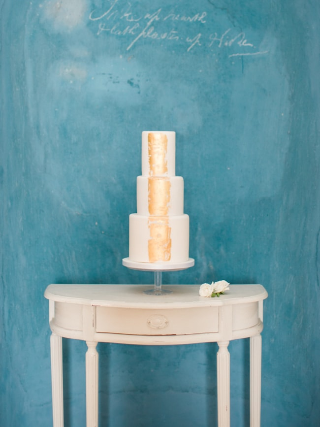 gold-foil-wedding-cake-min.jpg
