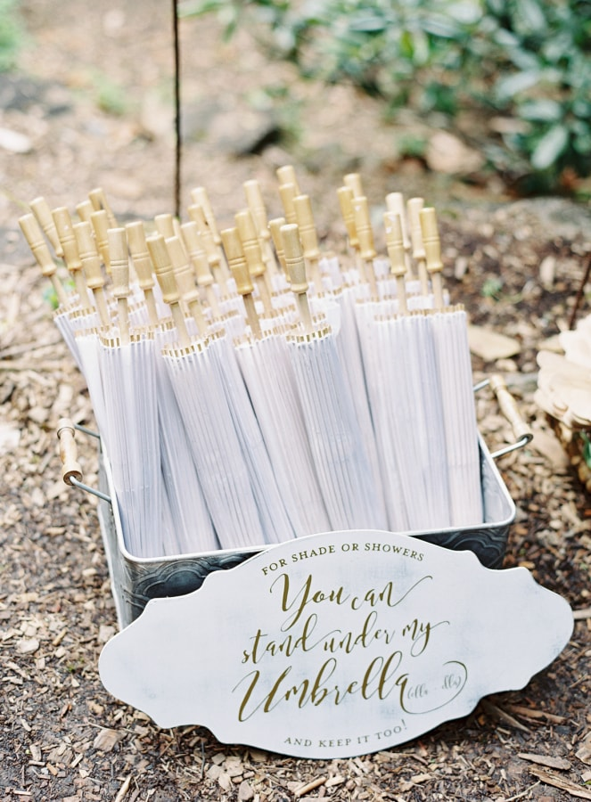 fan-wedding-favors-idea-1-min.jpg