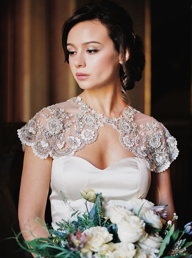 minaree-finery-bridal-capelets_-3-min.jpg