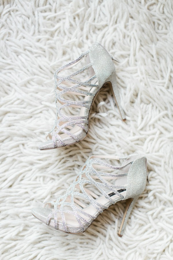 silver-wedding-shoes-idea-for-the-bride.jpg