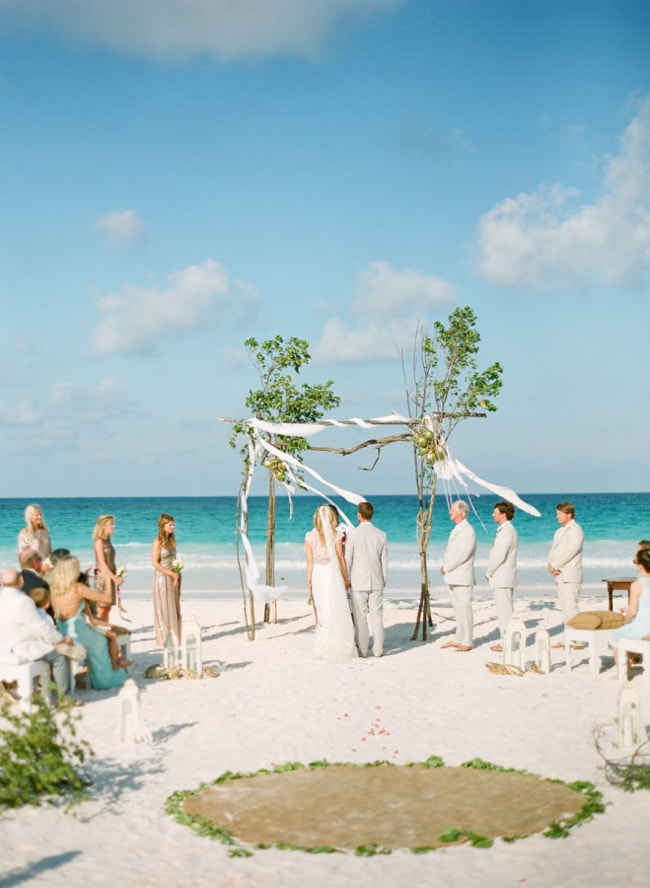 beach-wedding-arches-and-arbors-trendy-bride-7-min.jpg