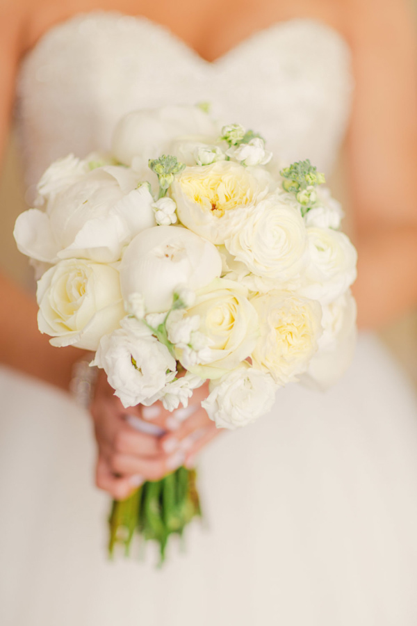 all-white-peony-bouquets-for-brides-7.jpg