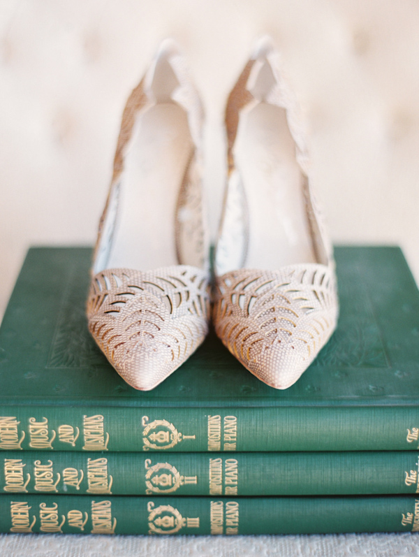 pointy-heels-idea-for-the-bride-4.jpg