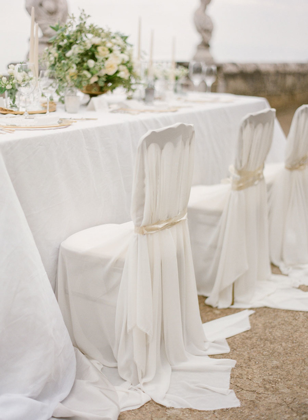 Superieur You Can Take An Antique Chair With An Interesting Back And Cover It With  White Fabric From Top To Bottom. Tie It With An Ivory Ribbon For A Seamless  And ...