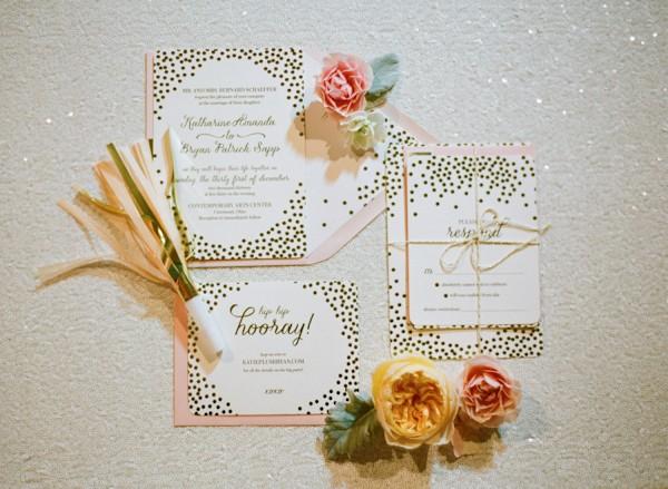 gold-wedding-invitations-planning-7