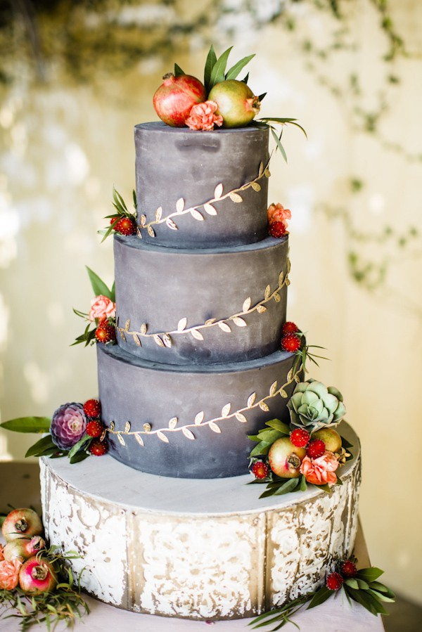 fall-wedding-cake-ideas-trendy-bride.jpg