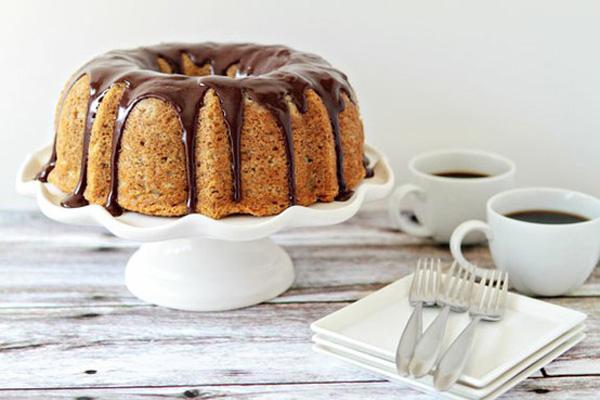 vanilla-bundt-wedding-cake-with-chocolate-drizzle-ideas-4.jpg
