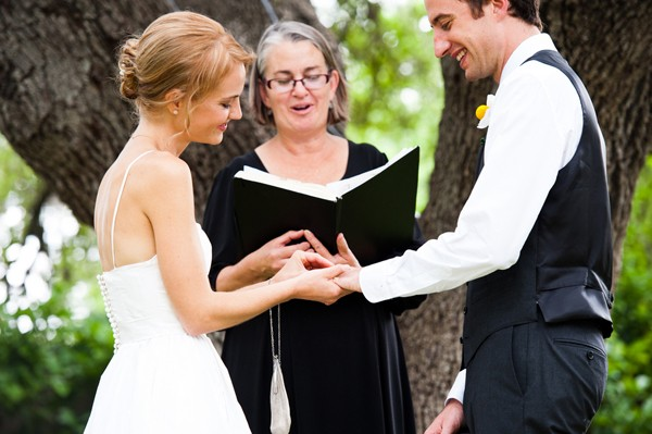 modern-colorful-austin-texas-real-wedding-32