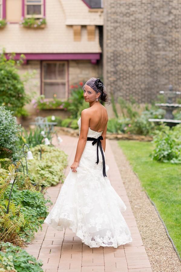 pittsburgh-pennysylvania-black-and-white-real-wedding-1-3