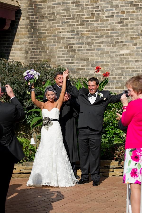 pittsburgh-pennysylvania-black-and-white-real-wedding-1-5