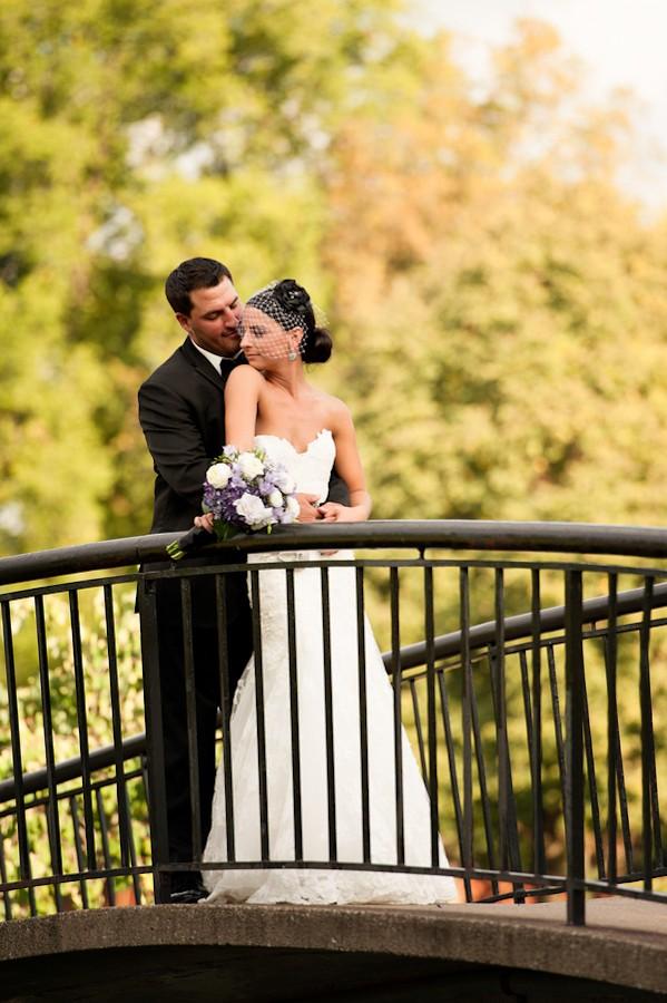 pittsburgh-pennysylvania-black-and-white-real-wedding-1-6