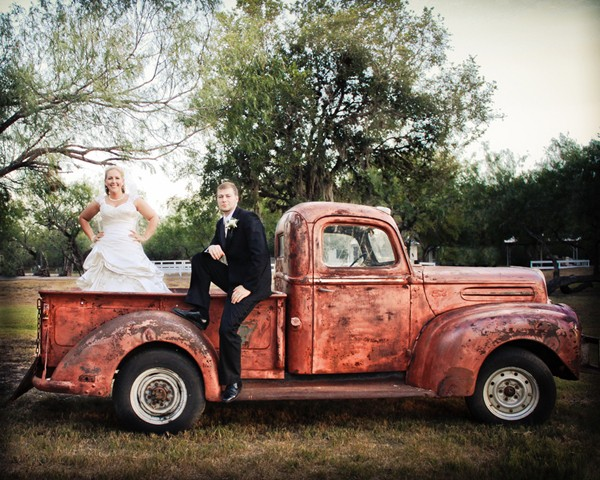 rustic-vintage-mathis-texas-real-wedding-14