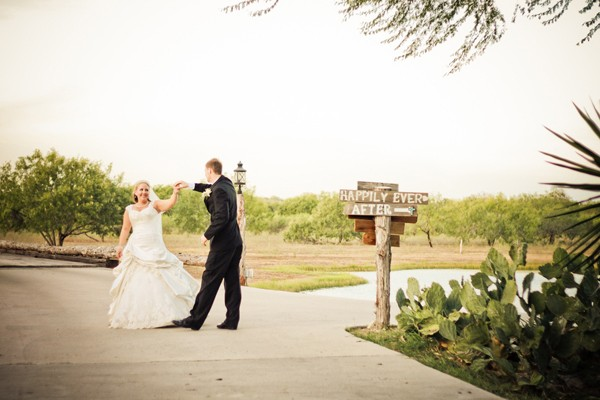 rustic-vintage-mathis-texas-real-wedding-16