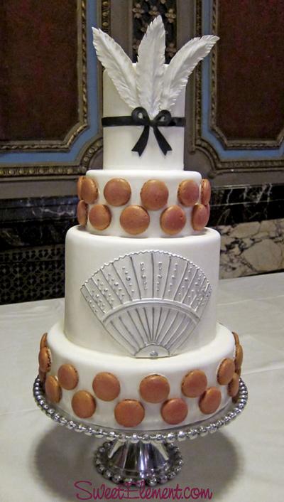 trendy-macaroon-on-wedding-cake.jpg