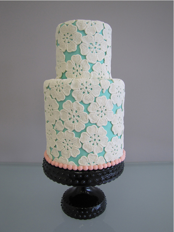 turqioise-lace-wedding-cake.jpg