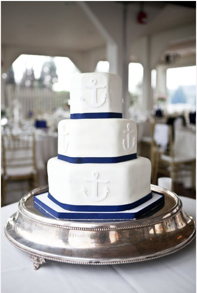 white-fondant-wedding-cake.jpg