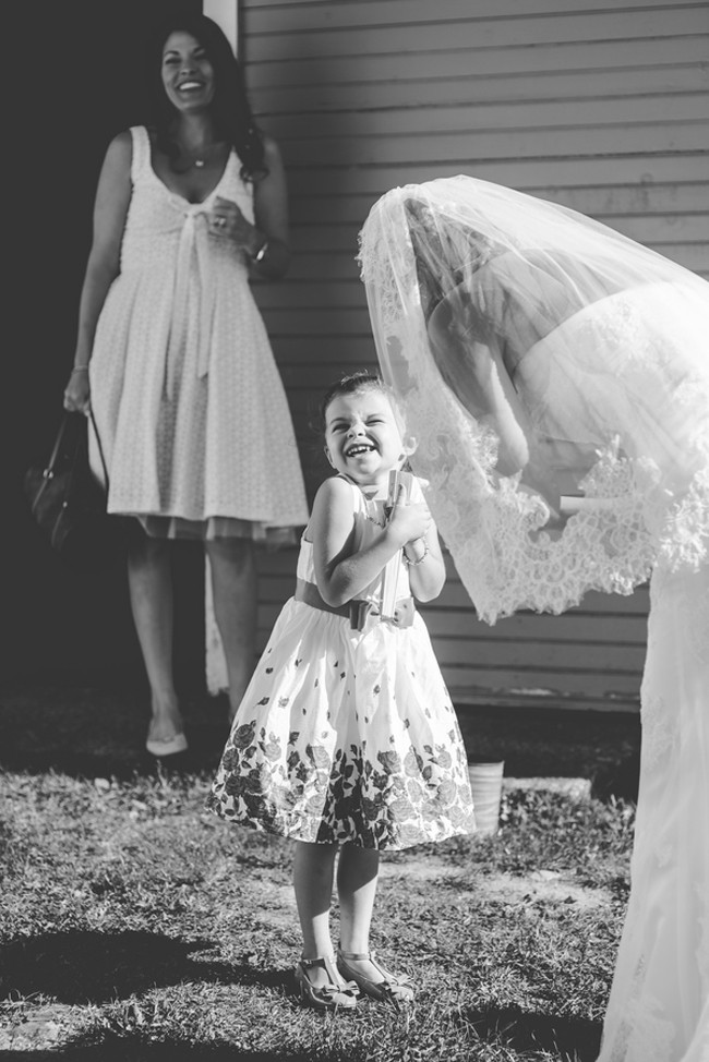wedding-day-emotion-photos-trendy-bride-3